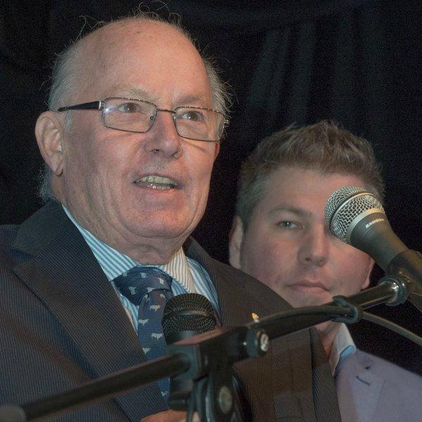 Bernard Landry avec Pascal Bérubé lors de l'annonce officielle de la candidature de Pierre Karl Péladeau à la chefferie du Parti québécois.