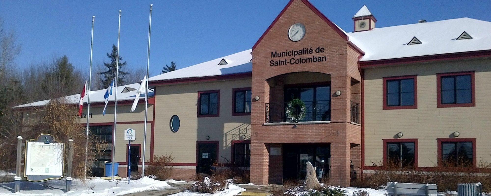 Les drapeaux ont été mis en berne à Saint-Colomban et Saint-Jérôme, afin de souligner les événements survenus en France ces jours-ci.