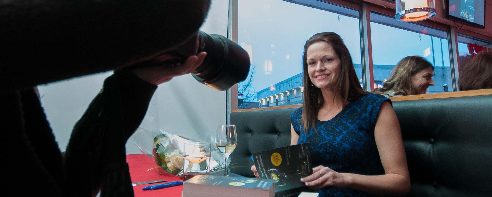 Marjorie D. Lafond a réuni une centaine de personnes au Mondo à Saint-Jérôme pour le lancement de son premier roman.