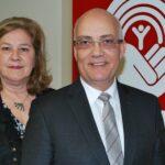 La directrice générale de Centraide Laurentides, Suzanne M. Piché, et président du conseil d'administration, Réjean Kingsbury, ont écrit une lettre au premier ministre le 9 mars 2015.