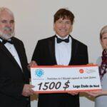 Richard Laframboise et André Bujold, de la Loge Étoile du Nord des Francs-Maçons, remettent un chèque de 1500$ à Chantale Fortin, directrice générale de la Fondation.