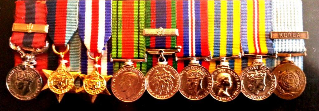 Les médailles de Léo Major, un héros de guerre québécois dont on parle peu au Québec.