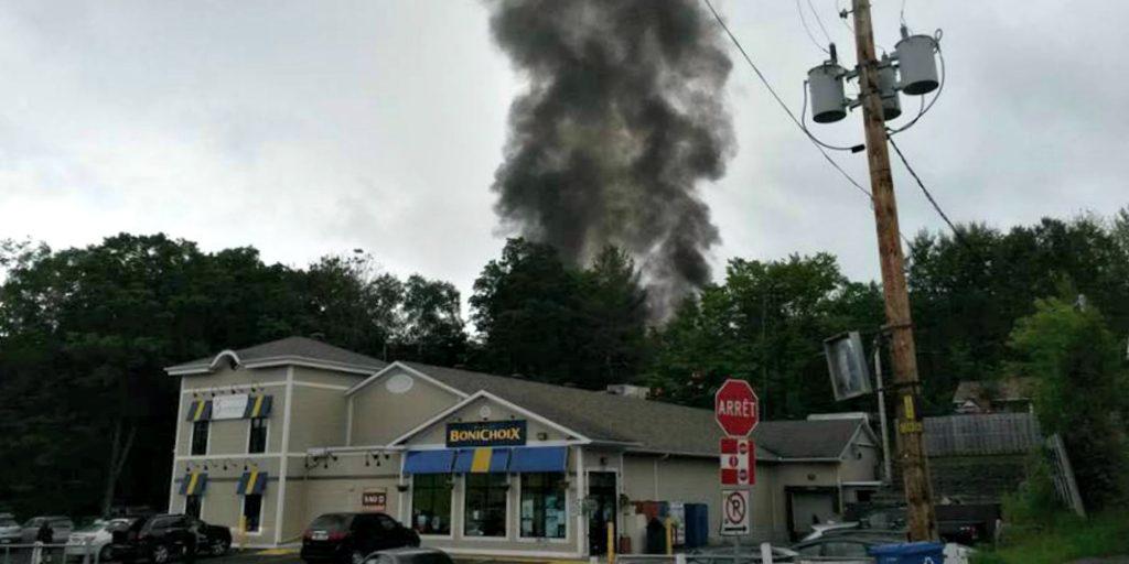 Il y avait une importante colonne de fumée au village de Saint-Hippolyte, le 21 juin 2015.