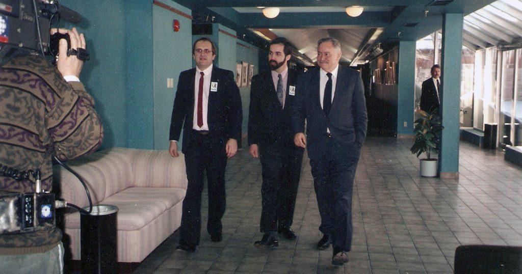 Mario Fauteux lors de la campagne référendaire de 1995, avec Daniel Paillé, alors député de Prévost, et de Jacques Parizeau, premier ministre du Québec.