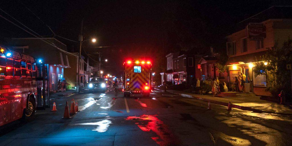 Fin de soirée sur la rue du Palais après un incendie dans un immeuble, le 7 juillet 2015.