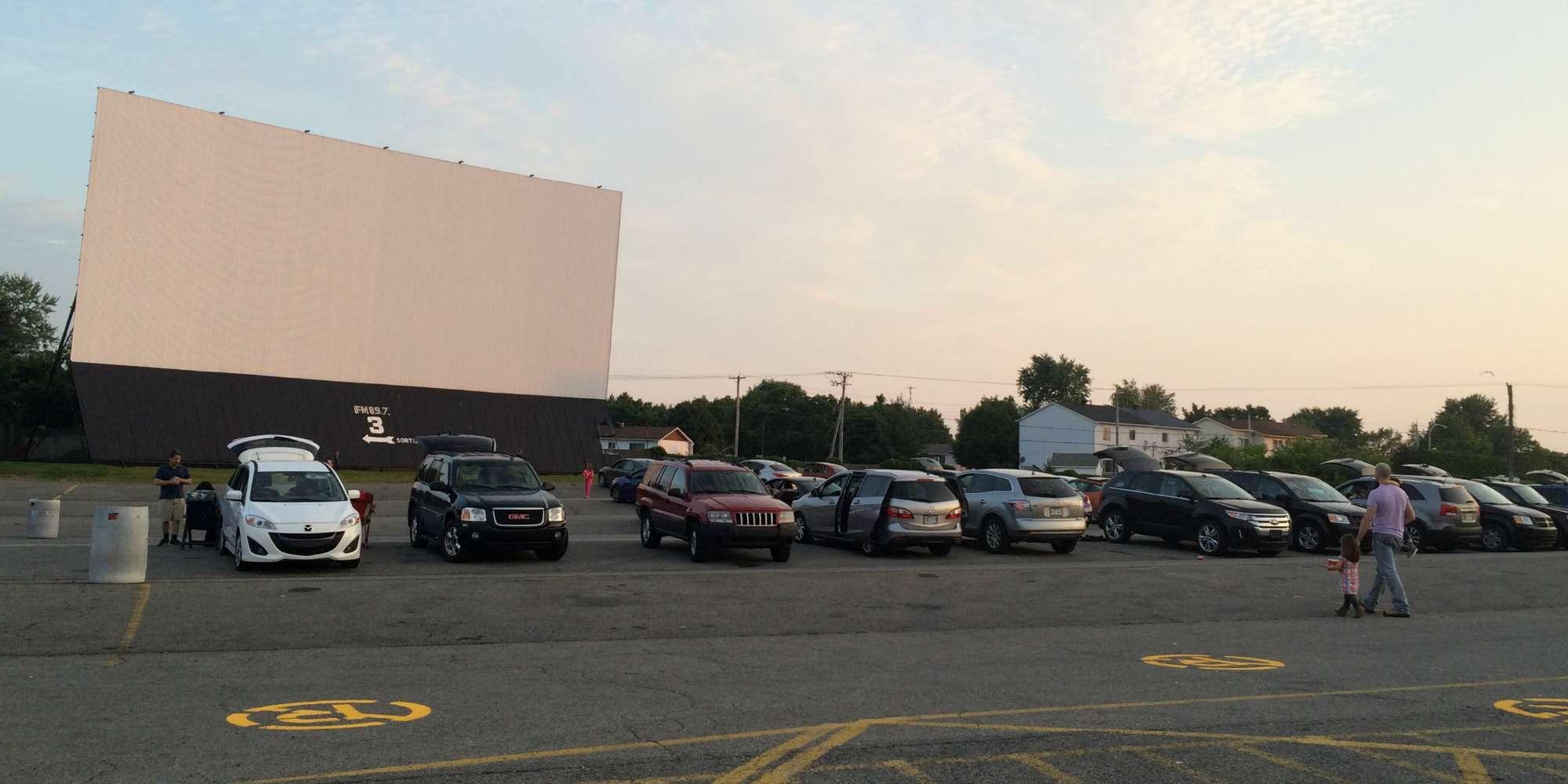 Le ciné-parc, peut-être un loisir qu'on ne pratiquera plus, à mesure que les écrans s'approchent de nos yeux.