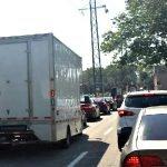 Une file de voitures sur le boulevard J.-B.Rolland. Cette fois, la cause était un accident mineur. D'autres fois, la cause est plus difficile à identifier.