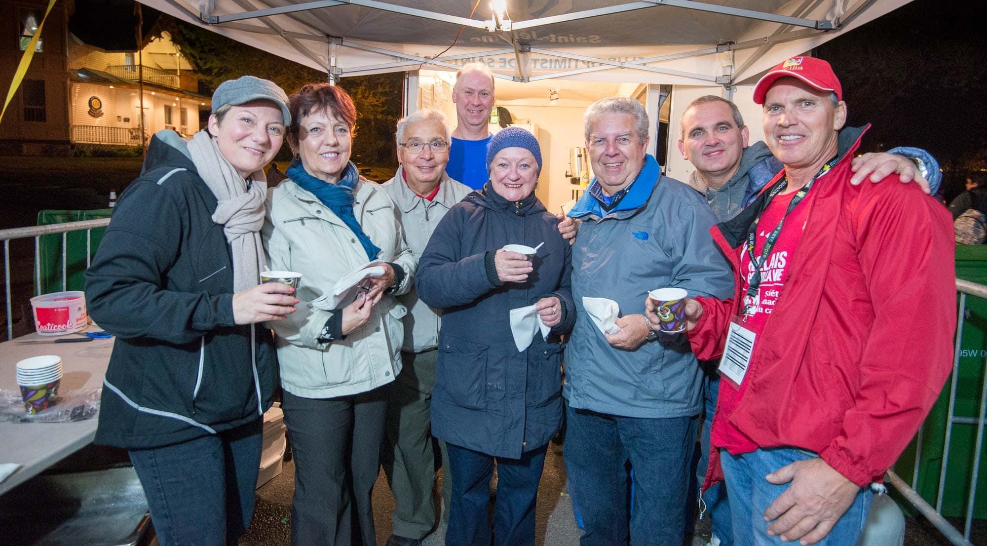 Les bénévoles du Club Optimiste Saint-Jérôme ont veillé sur le casse-croûte durant tout l'événement.