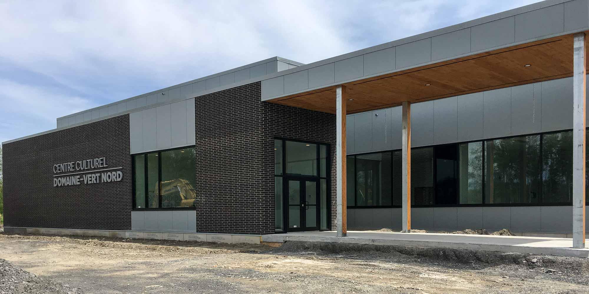 L'édifice a été conçu avec des matériaux écoénergétiques favorisant l'économie d'eau. L'entrée principale sera même dotée d'un toit de verdure.