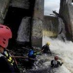Le Service de sécurité incendie de Saint-Jérôme au pied du barrage de la mini-centrale sur la rivière du Nord, le 30 mai 2017.