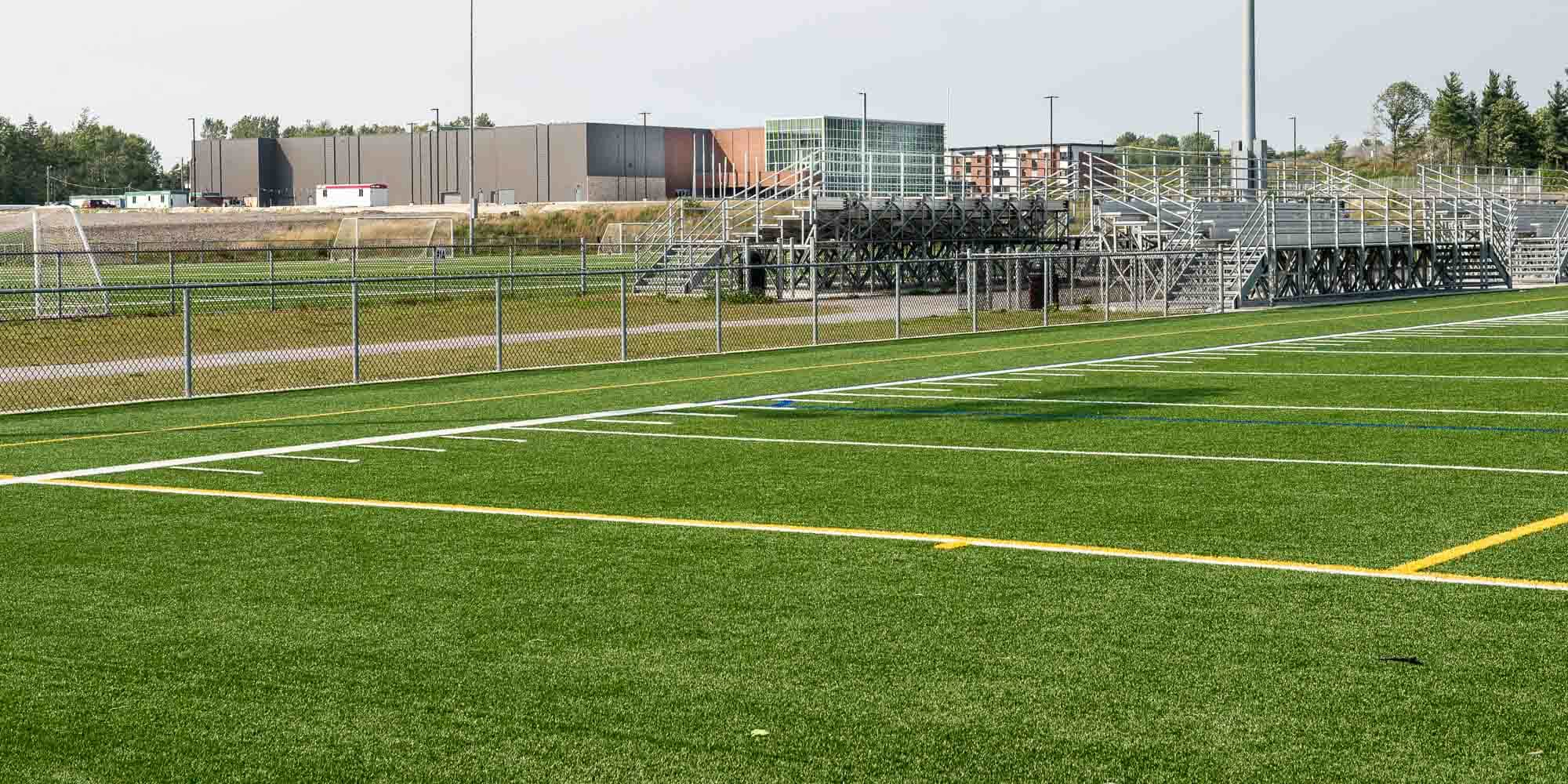 Situé près des terrains de soccer, le stationnement pourra aussi desservir le nouvel aréna.