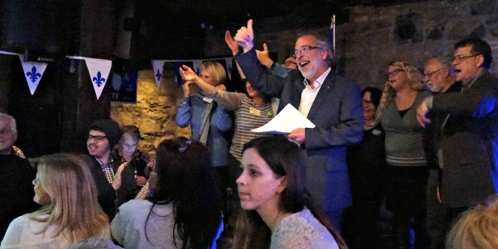 Rhéal Fortin, nouveau député de Rivière-du-Nord, lors de son discours de victoire le soir du 19 octobre 2015.
