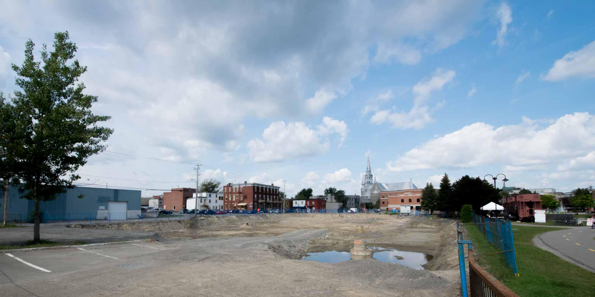 C'est dans cet espace que sera construit la nouvelle salle de spectacle de Saint-Jérôme, une réalisation de Construction demathieu & bard.