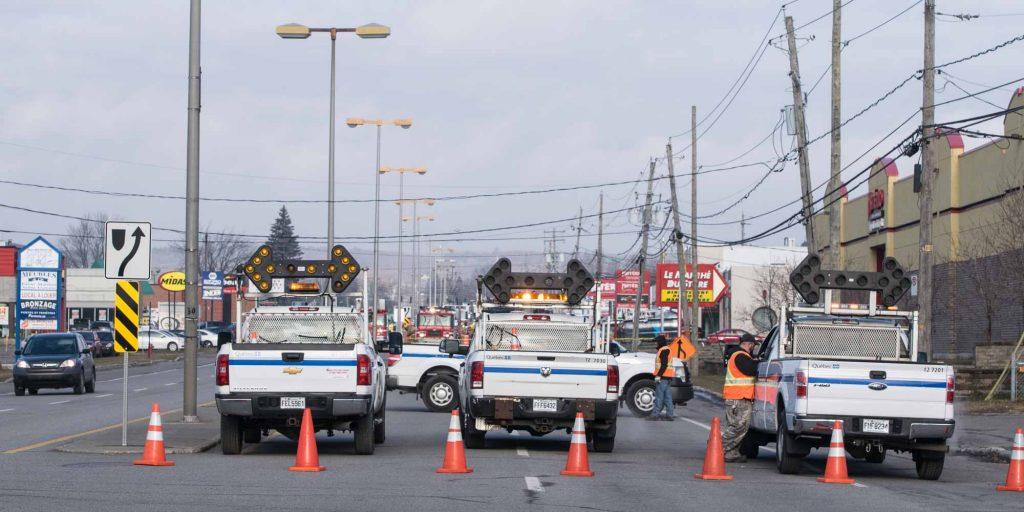 La route 117 était fermée par trois camions du ministère des Transports du Québec, le matin du 5 décembre 2015.