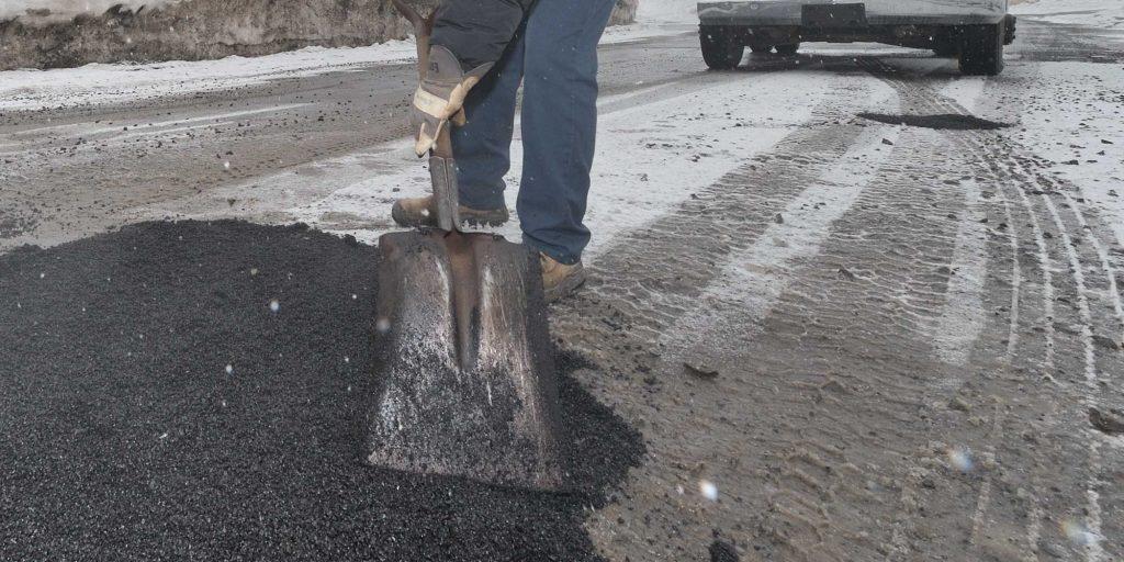 Le Service des travaux publics a déclaré la guerre aux nids-de-poule dans les rues de Saint-Jérôme. Photo fournie par la Ville de Saint-Jérôme