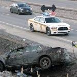 Un véhicule sorti de la montée Sainte-Thérèse a causé du trafic sur l'autoroute 15 Sud, le samedi 12 mars à Prévost. Photos par Alexandre Parent Léveillé