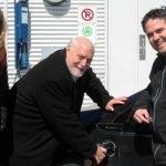 France Lampron, directrice Électrification des transports d'Hydro-Québec, le maire Jean Dumais et Frédéric Broué, directeur général adjoint à la Ville de Saint-Colomban, ont inauguré la première borne électrique de Saint-Colomban, le 5 avril 2016.