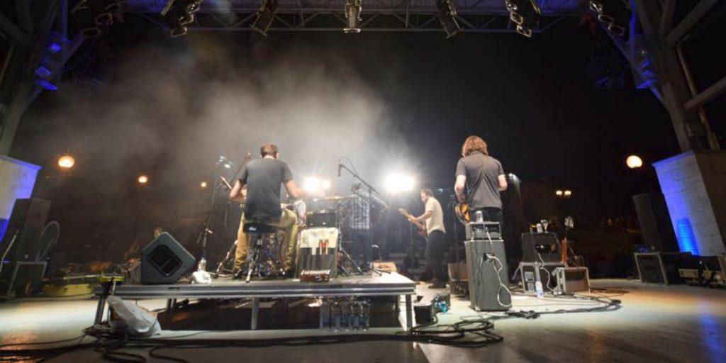 Tire Le Coyote sur la scène de l'amphithéâtre Rolland, le 21 août 2015 à Saint-Jérôme.