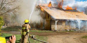 Une simulation d'incendie était organisée à cette maison de la 2e rue à Sainte-Sophie, le 7 mai 2016.