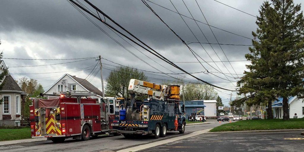 À 16h25, le camion d'Hydro-Québec arrivait sur le boulevard Saint-Antoine, le vendredi 13 mai 2016.