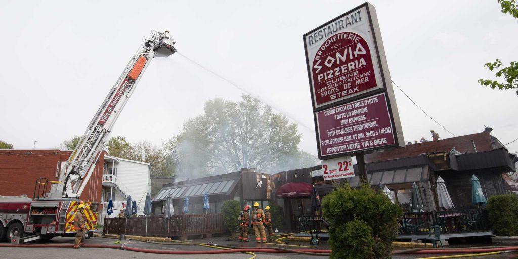 Un incendie a complètement détruit le restaurant Sonia, à Saint-Jérôme le 19 mai 2016.