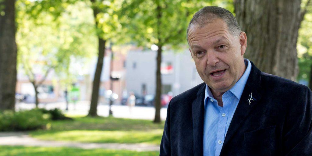 Marc Bourcier a annoncé son intention d'être le candidat du Parti québécois au parc Labelle, à Saint-Jérôme le 24 mai 2016.