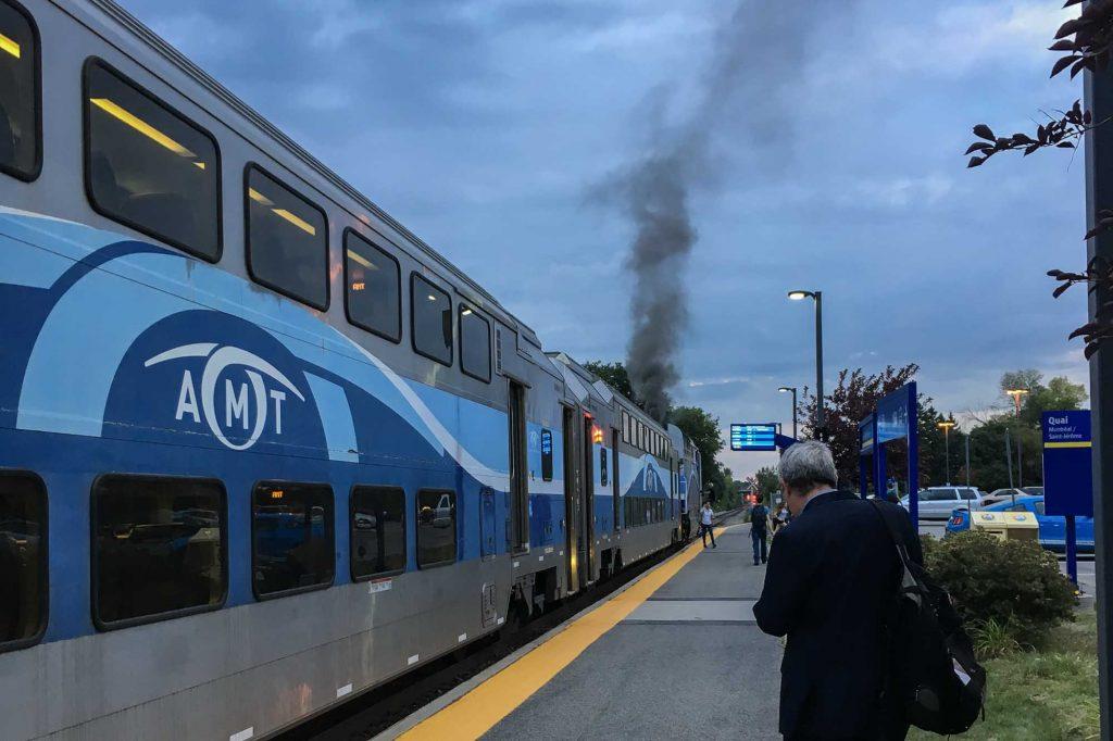 Une fumée s'échappait d'un train de banlieue en direction de Saint-Jérôme, à Blainville, le 7 septembre 2016 vers 19h.