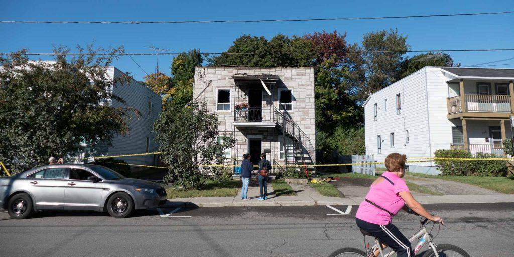 Les policiers de Saint-Jérôme ont arrêté un homme après un incendie sur la rue O'Shea, le 21 septembre 2016.