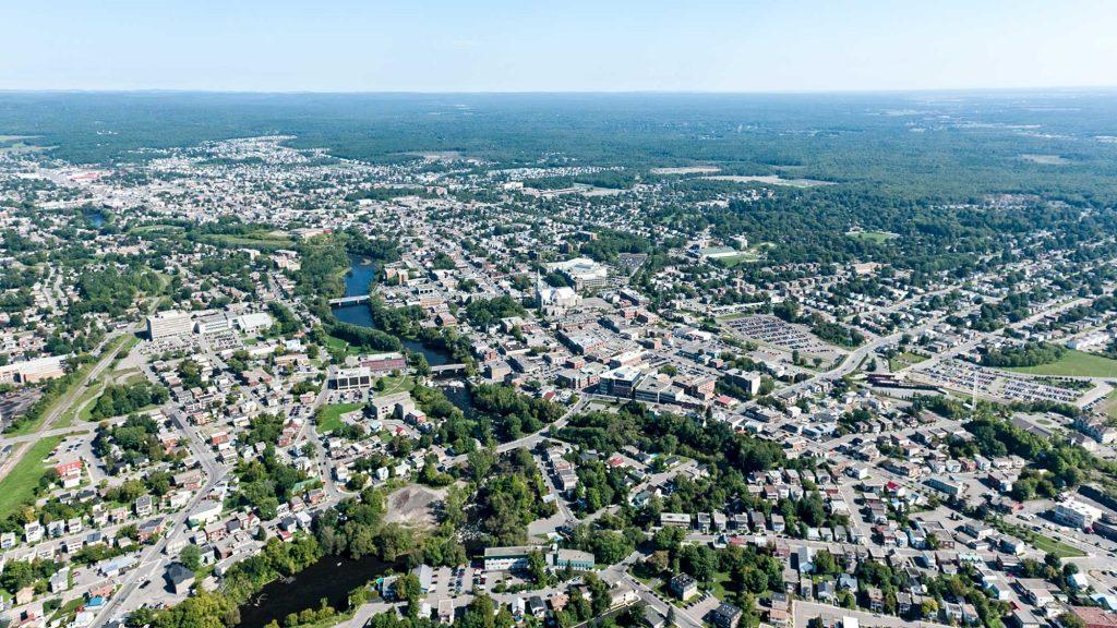Saint-Jérome est la 15e ville en importance au Québec par sa population.