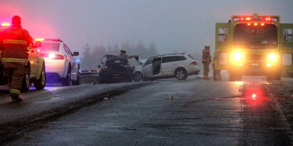 Une collision frontale a fait un mort et un blessé, le matin du 25 novembre 2016 sur le chemin Saint-Simon, à Mirabel. Photos par Alexandre Parent-Léveillé
