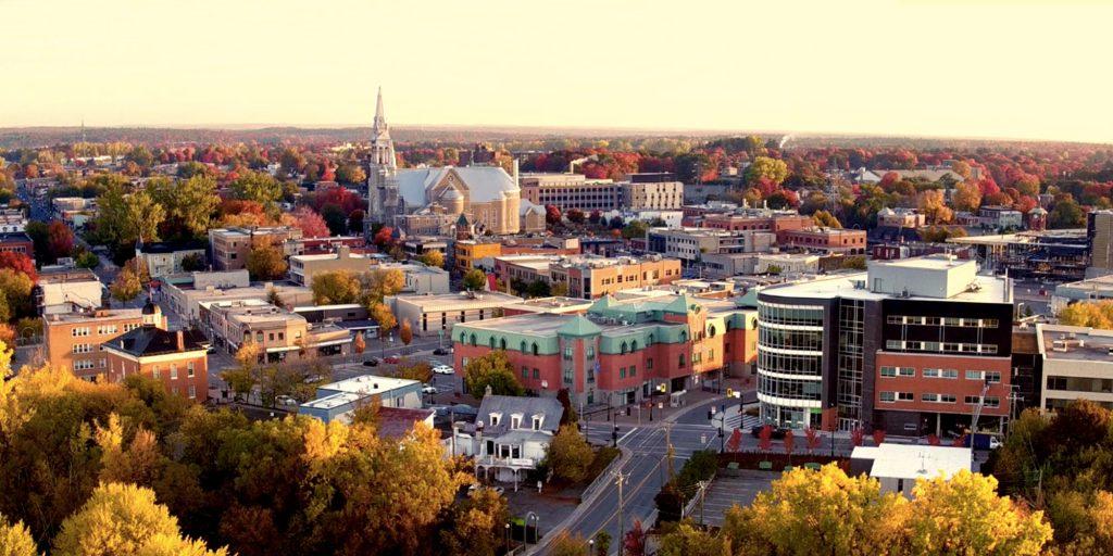 Le centre-ville de Saint-Jérôme, vu des airs, à l'automne 2016. Photo tirée d'une vidéo fournie par la Ville de Saint-Jérôme