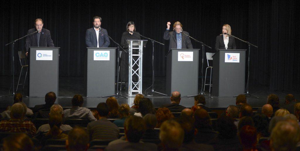 Les quatre candidats qui participaient au débat, animé par l'ex-députée Marie Grégoire, le 30 novembre 2016 au Cégep de Saint-Jérôme.