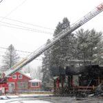 Un incendie s'est déclaré au Bar Chalet sportif, à Val-David, le matin du 5 décembre 2016. Photos par Alexandre Parent-Léveillé