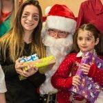 Le Père Noël avait des cadeaux pour tout le monde lors d'un événement organisé par Leucan Laurentides-Lanaudière et Ordina-Coeur à Saint-Jérôme, le 11 décembre 2016.