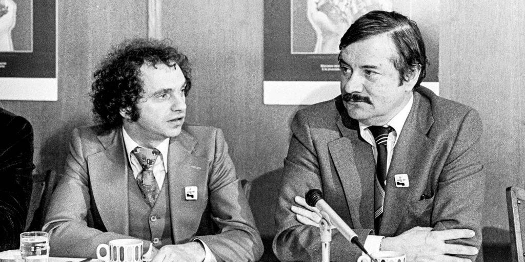 Jean-Guy Cardinal aura été le premier député du Parti québécois élu à Saint-Jérôme, en 1976. Il est en compagnie de Claude Charron, à droite.