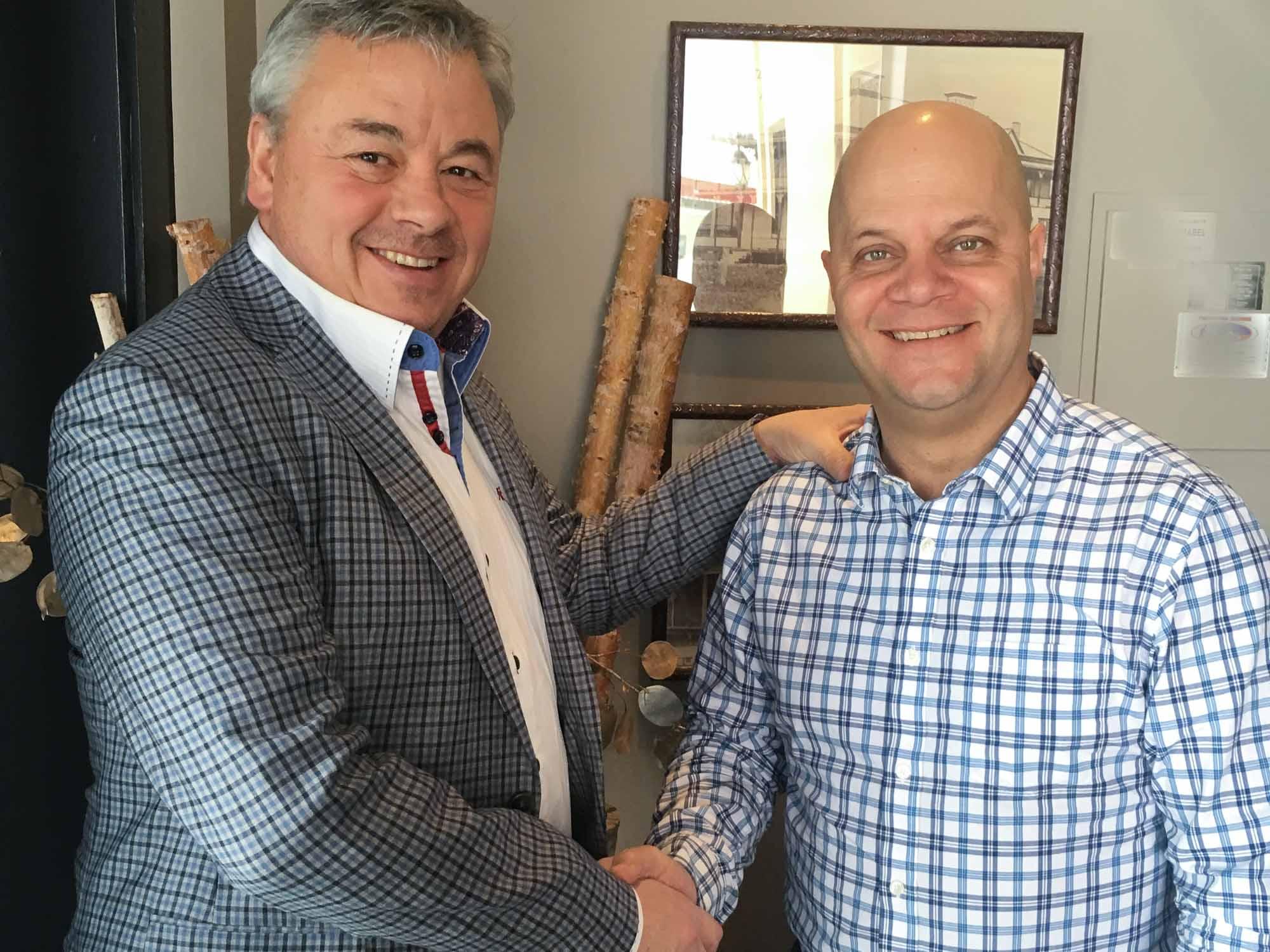 Michel Rochon, président de la Fondation médicale, avec le président d'honneur de l'activité Golf-Vélo de cette année, Patrice Malo.