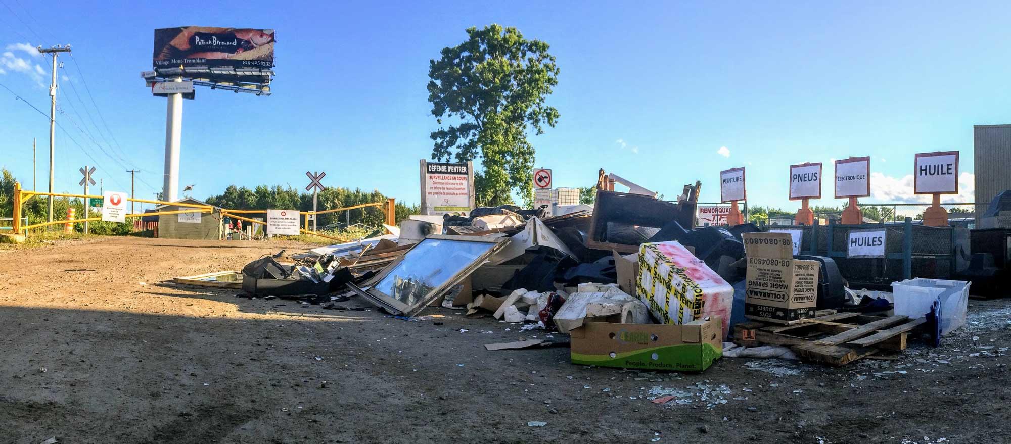 En août 2015, un mardi soir, alors que les «matières» n'avaient encore que quelques dizaines de mètres à faire avant d'être prises en charge et abandonnées par leurs anciens propriétaires.