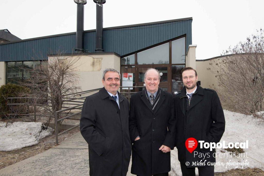 Les trois partenaires Pierre Senez, Yves de Carufel et Marek Glanas devant leurs futurs bureaux sur le boulevard Sainte-Adèle.