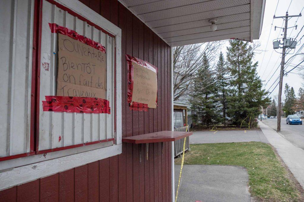Le comptoir de la Patate St-Pierre qui accueille habituellement les clients est fermé jusqu'à nouvel ordre.