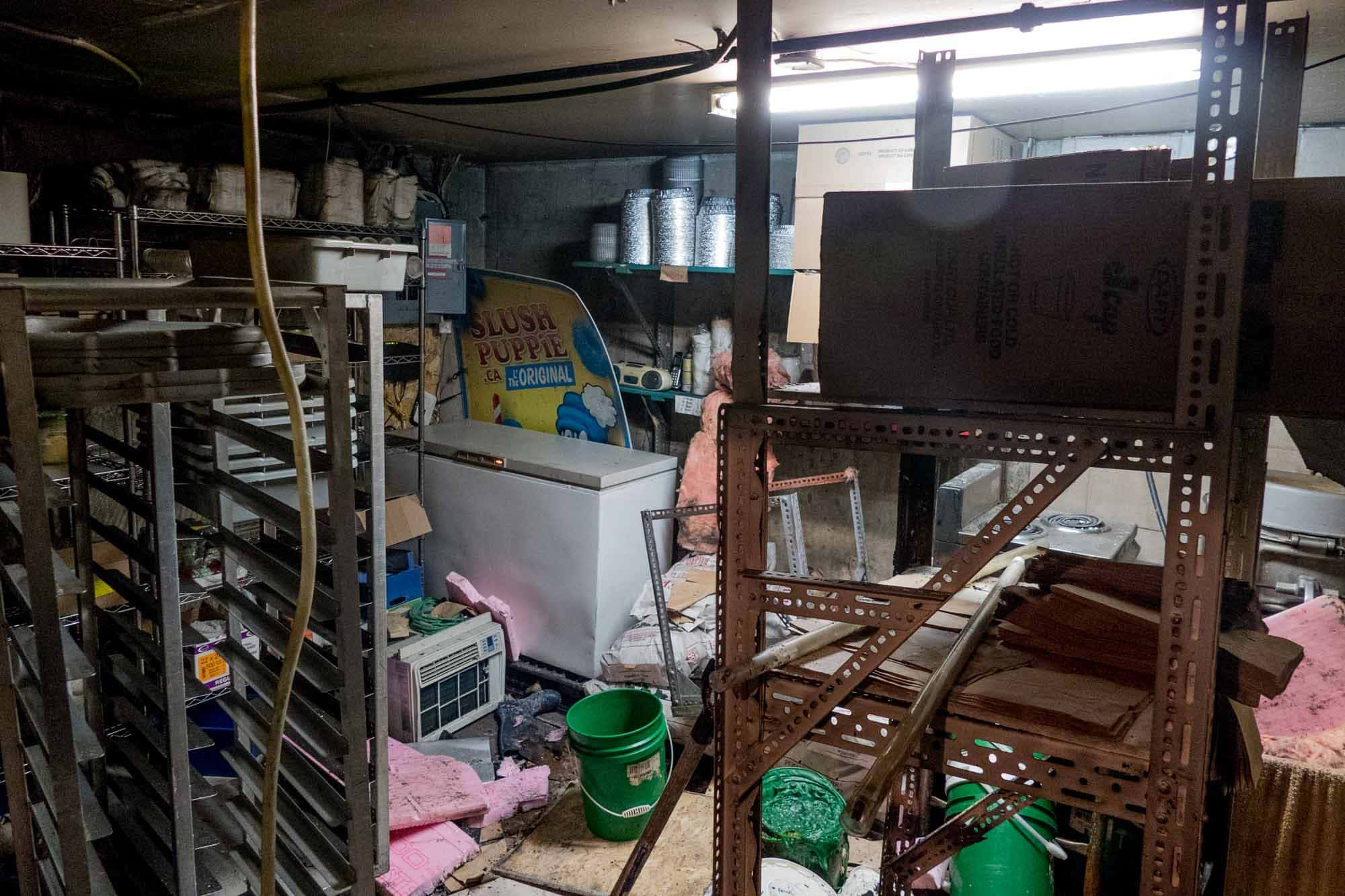 Les ravages au sous-sol sont importants. C'est là que l'incendie a été allumé.