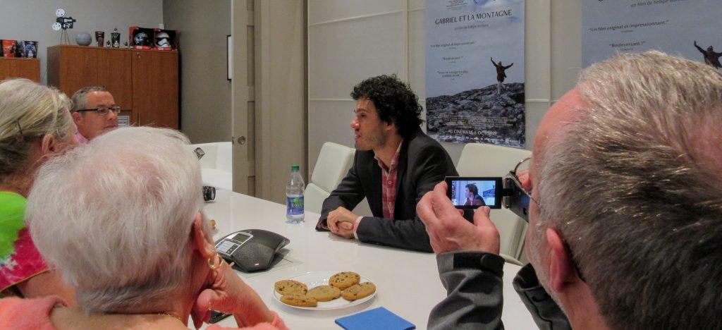 Le réalisateur Fellipe Barbosa en conférence de presse au sujet de son film Gabriel et la Montagne, le 4 octobre 2017.