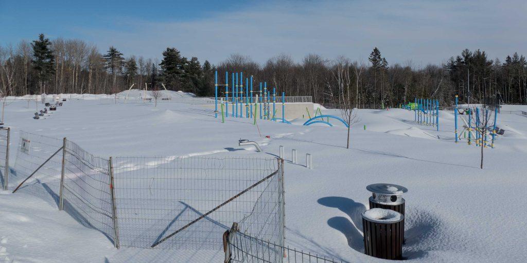 Quand la neige fondra, le nouveau parc avec jeux d'eau et parkour sera accessible.