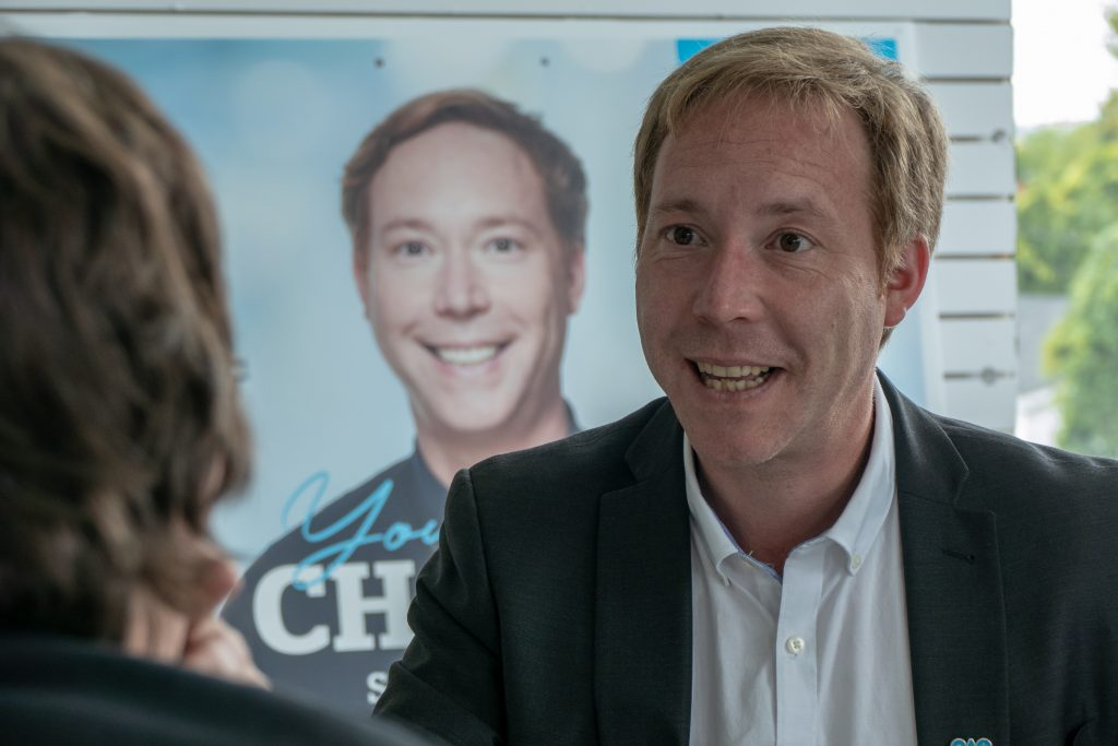 Youri Chassin, candidat de la Coalition avenir Québec à Saint-Jérôme, à son local électoral le 12 septembre 2018.