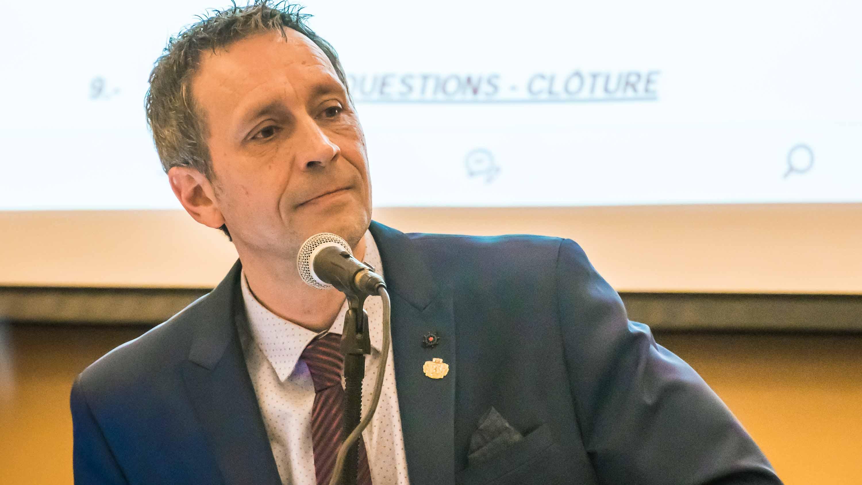 Le maire Stéphane Maher lors de l'assemblée du conseil municipal de Saint-Jérôme le 20 novembre 2018.