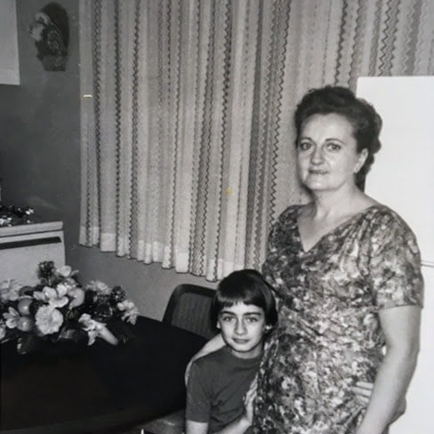 La mère de Monik, Yvette.