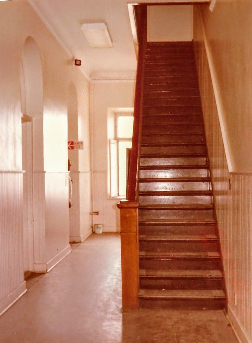 Le corridor à l'étage, alors qu'il y avait un escalier.