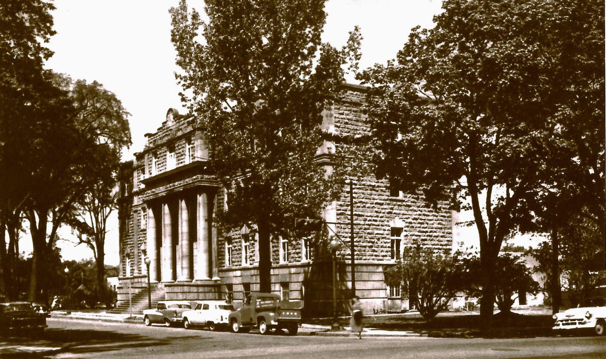 Le Vieux-Palais, à l'époque où c'était simplement le Palais, au sens de Palais de justice.