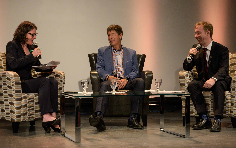 Le député Youri Chassin ( à droite ) participait à un dîner économique de la Chambre de commerce aux côtés de Nadine LeGal, du Cegep de Saint-Jérôme, et des Patrice St-Pierre, des Habitations Trigoneé