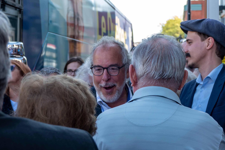 Rhéal Fortin alors qu'il faisait campagne au centre-ville de Saint-Jérôme, le 16 septembre 2019. Il a été réélu le 21 octobre.