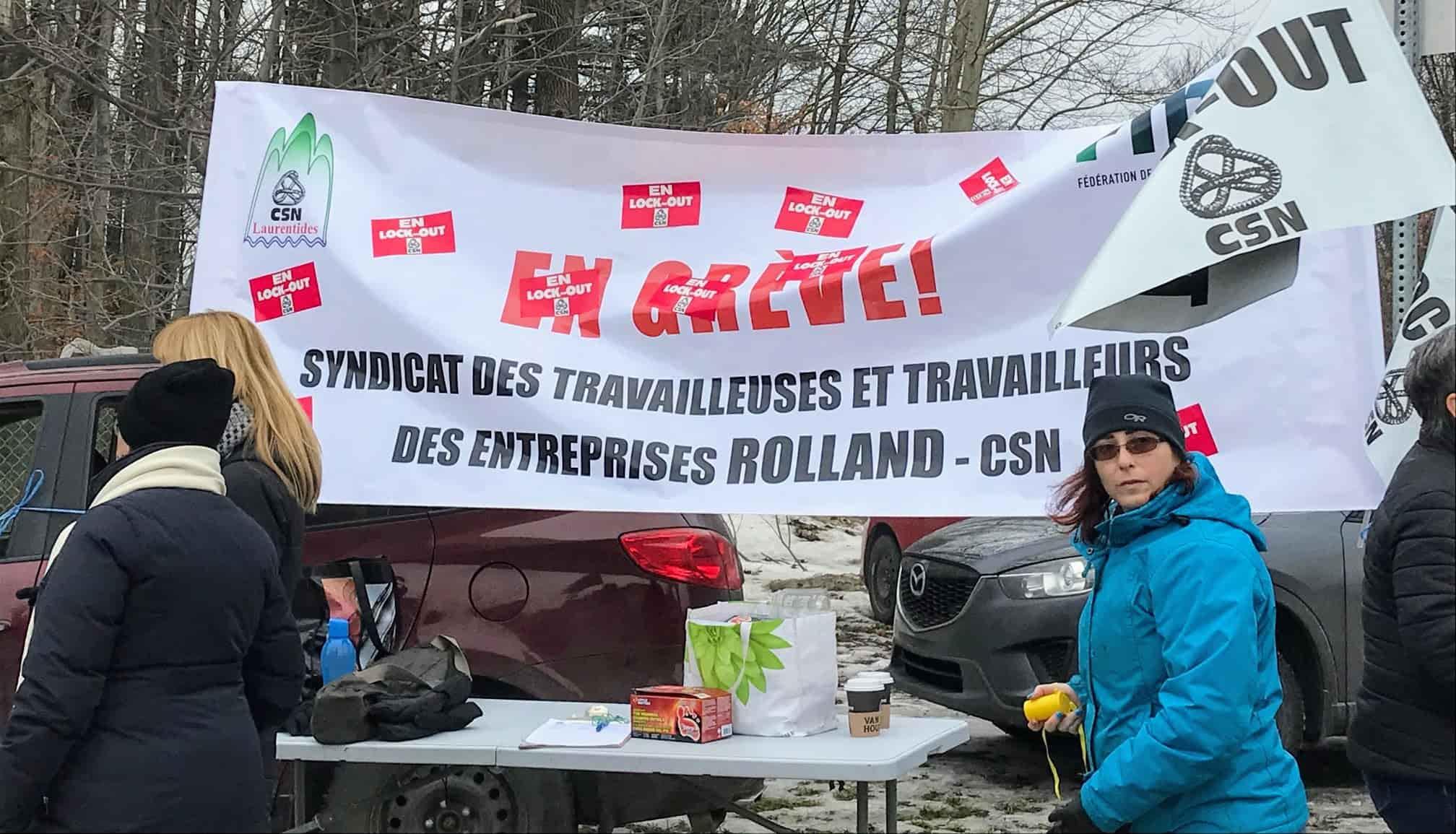 Les employés de bureau de la Rolland de Saint-Jérôme sont en lockout, le 26 novembre 2019. Photo fournie par la CSN